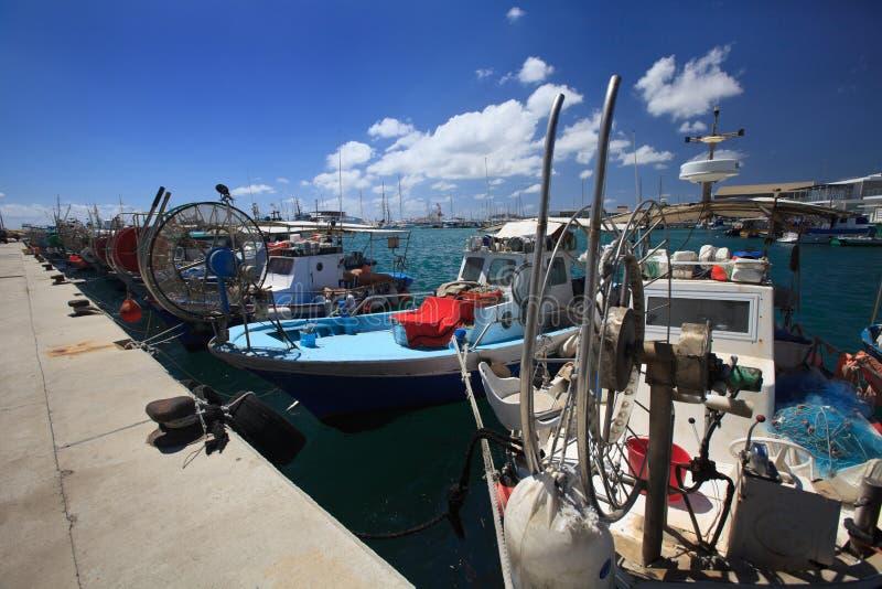 I pescherecci hanno attraccato nel porto del Cipro fotografia stock libera da diritti