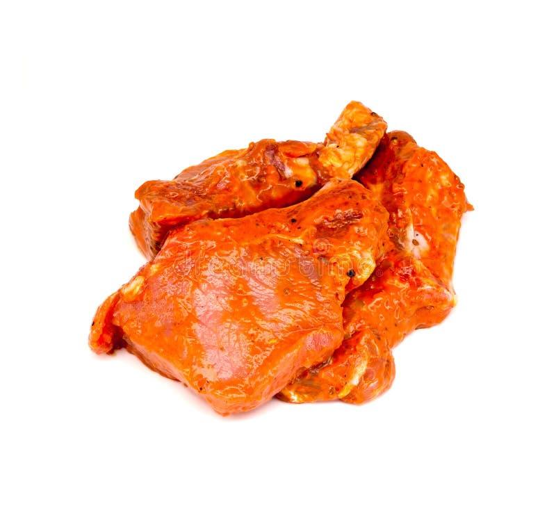 Download I Pezzi Di Carne Nella Marinata Su Un Bianco Fotografia Stock - Immagine di rosso, tagli: 56877430