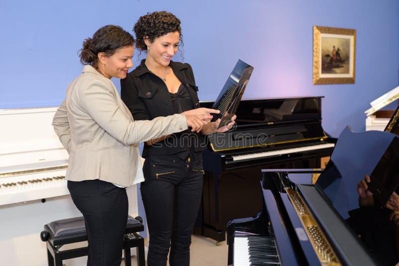 I pianot shoppa fotografering för bildbyråer