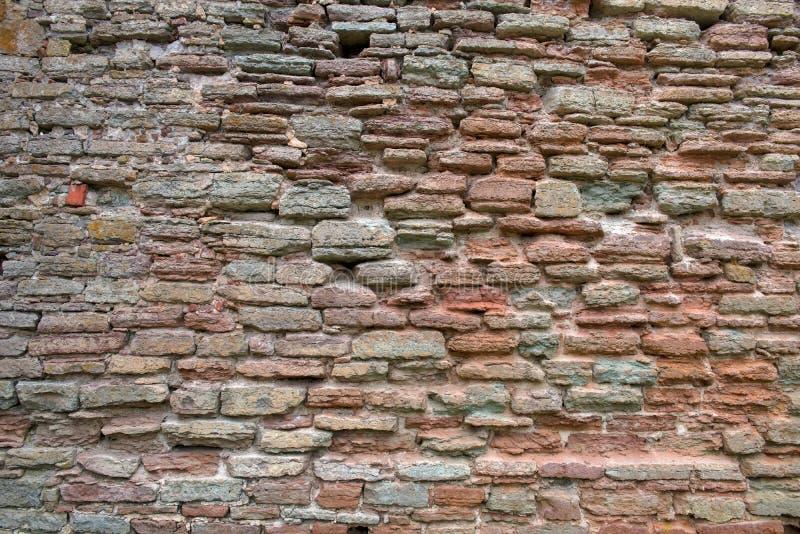 I precedenti dalla parete di pietra dell'alto frammento dettagliato fotografie stock
