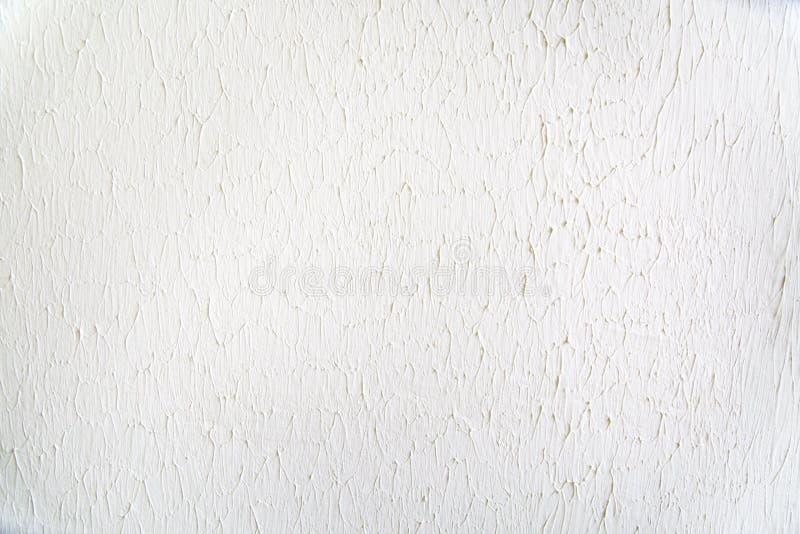 I precedenti della parete dipinta con un afflusso di pittura grigio chiaro immagini stock