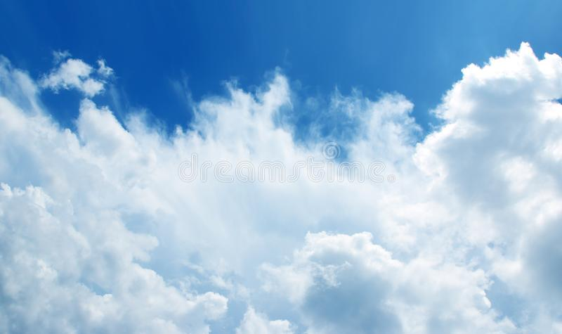 I precedenti delle cielo-nuvole fotografia stock libera da diritti