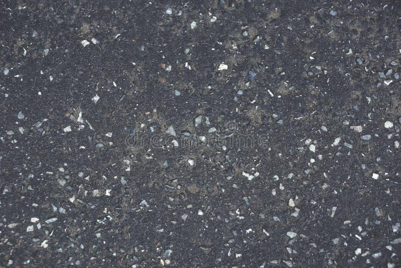 i precedenti grigio scuro di struttura dell'asfalto oscillano la vecchia sabbia sporca fotografie stock