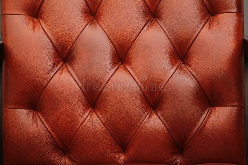 I precedenti sono una mobilia di cuoio rossa arancione scuro calda, porta Struttura di cuoio senza cuciture fotografie stock