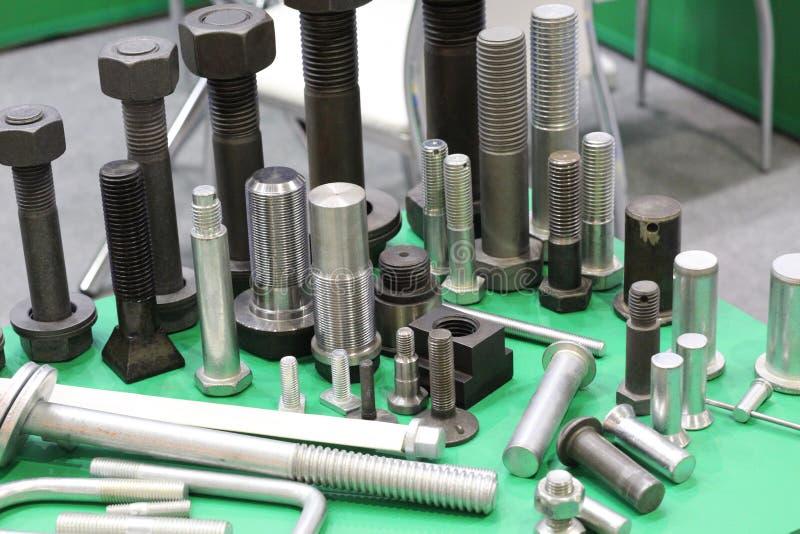 I prodotti metallici hanno fatto in una pianta metallurgica Produzione di hardware fotografie stock