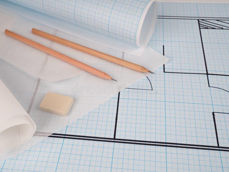 I progetti delle case come sfondo, ambiente di lavoro architetto Progetti architettonici, progetti di progettazione, rotoli di pr immagini stock