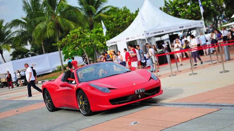 I proprietari del club di Singapore Ferrari che montrano le loro automobili di Ferrari durante l'yacht di Singapore mostrano ad un fotografie stock