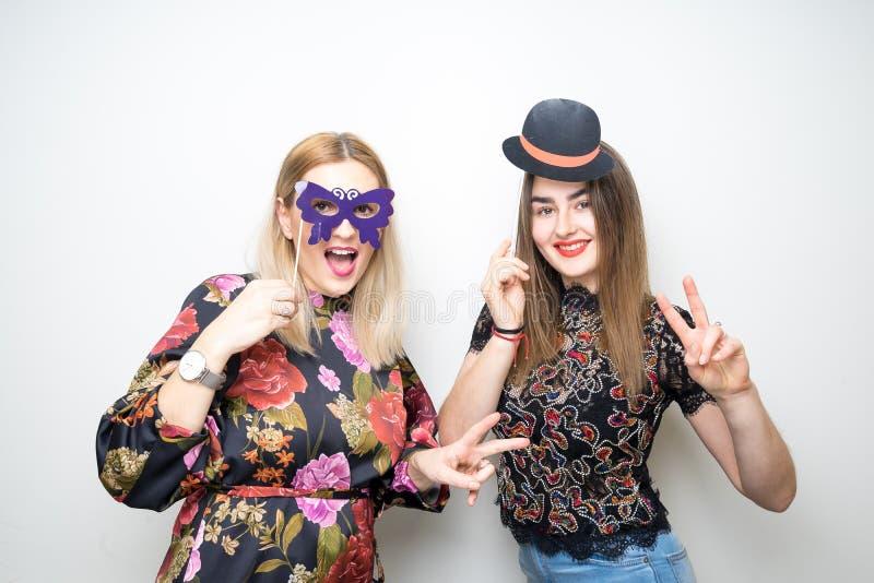 I puntelli della cabina della foto fanno festa la figlia della donna della ragazza di acclamazioni fotografia stock libera da diritti