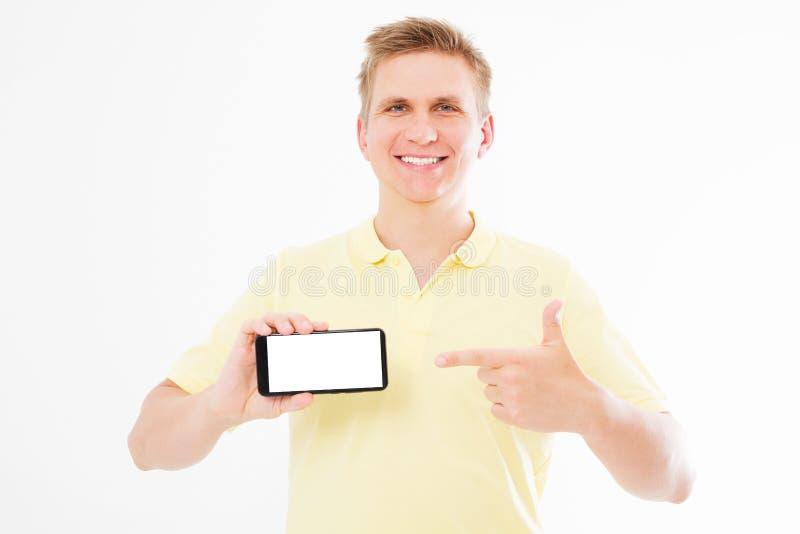 I punti sorridenti dell'uomo passano all'esposizione del telefono isolata su bianco fotografia stock
