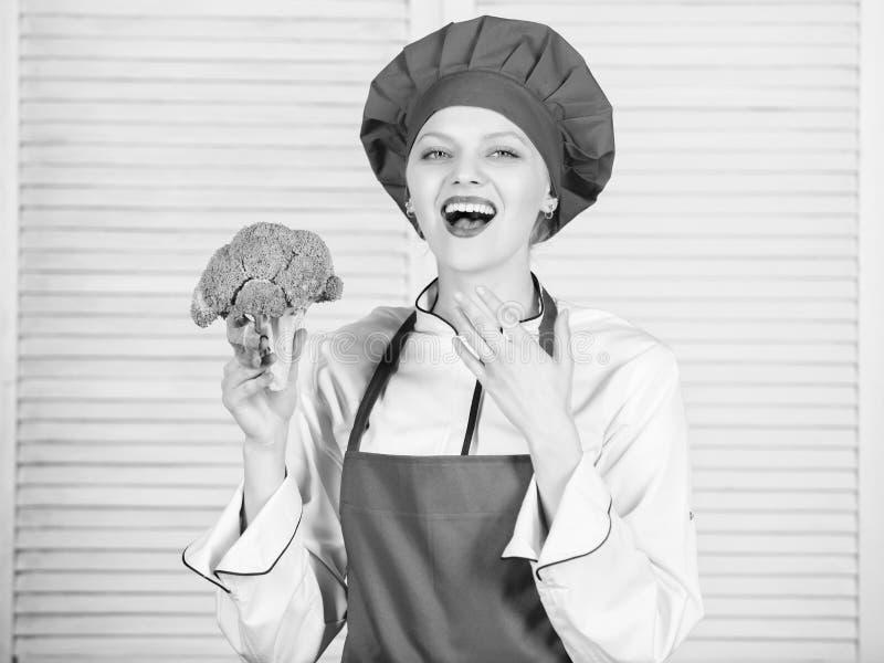 i r Как сварить брокколи Сырцовое диетическое питание стоковое фото rf
