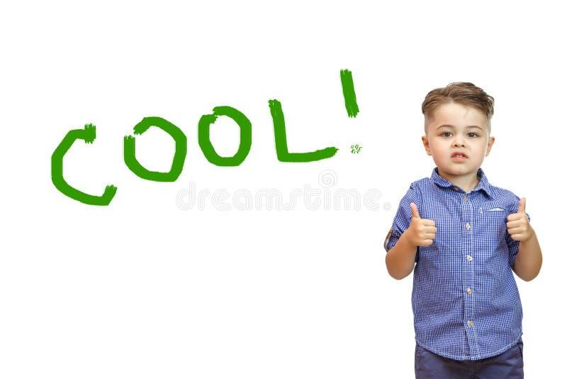 I ragazzi passano mostra un gesto di approvazione Pollici in su La mano mostra la classe di gesto Tutto è fresco, voi è fatto, el fotografia stock