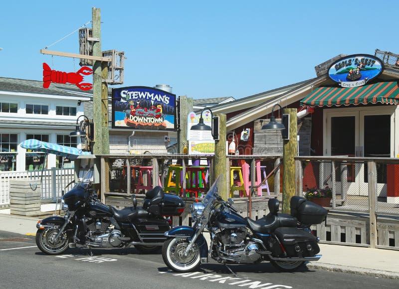I ristoranti dell'aragosta ed i negozi di ricordo in Antivari storico Harbor, Maine immagini stock