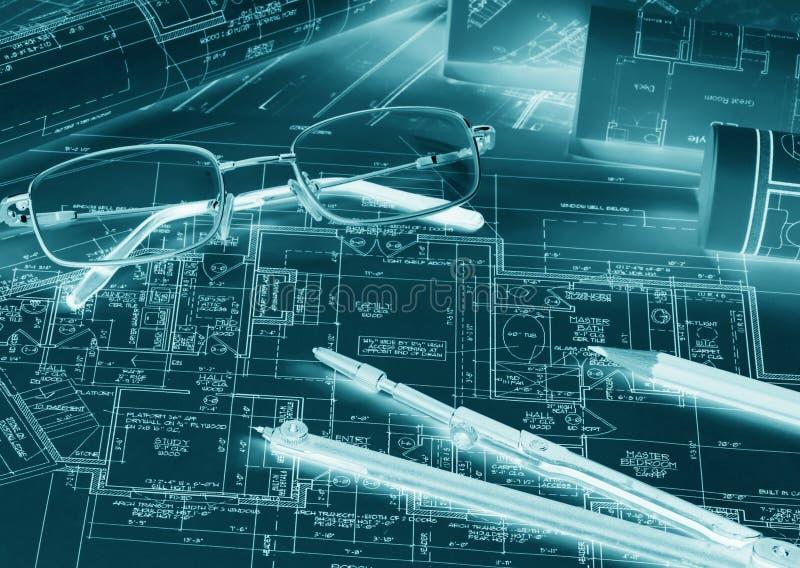 I rotoli di ingegneria blueprints con la bussola di disegno, disegnano a matita la a fotografia stock libera da diritti