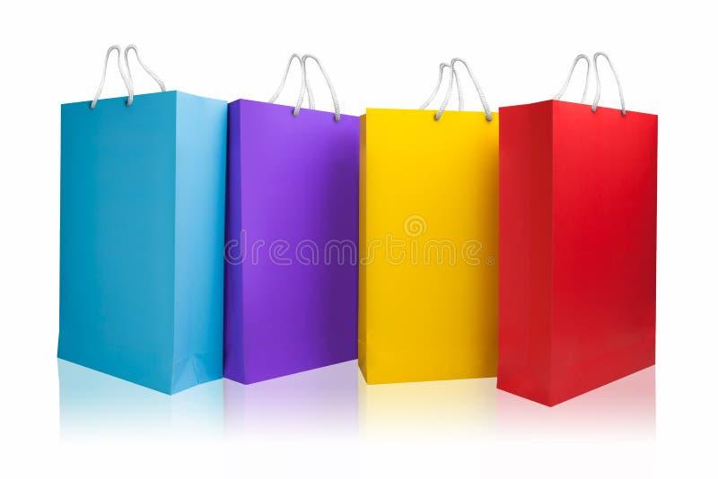 I sacchetti della spesa, isolati con il percorso di ritaglio, copiano lo spazio immagini stock
