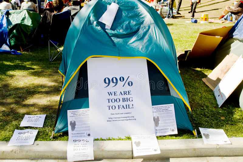 I segni inviati sulla tenda del partecipante a occupano la LA fotografie stock libere da diritti