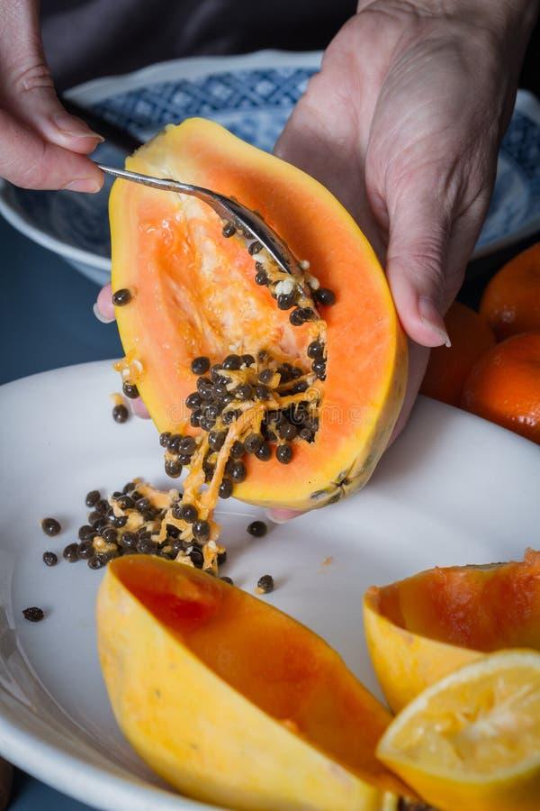 I semi della papaia su si chiudono immagine stock
