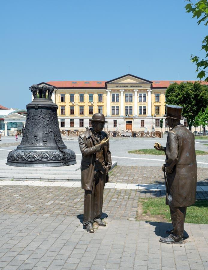 I signori bronzano la statua nella cittadella di Alba Iulia, Romania immagini stock libere da diritti