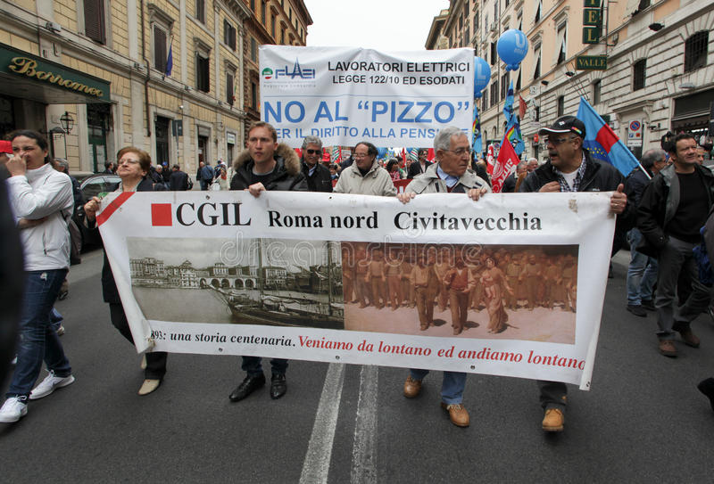 I sindacati italiani dimostrano a Roma immagini stock