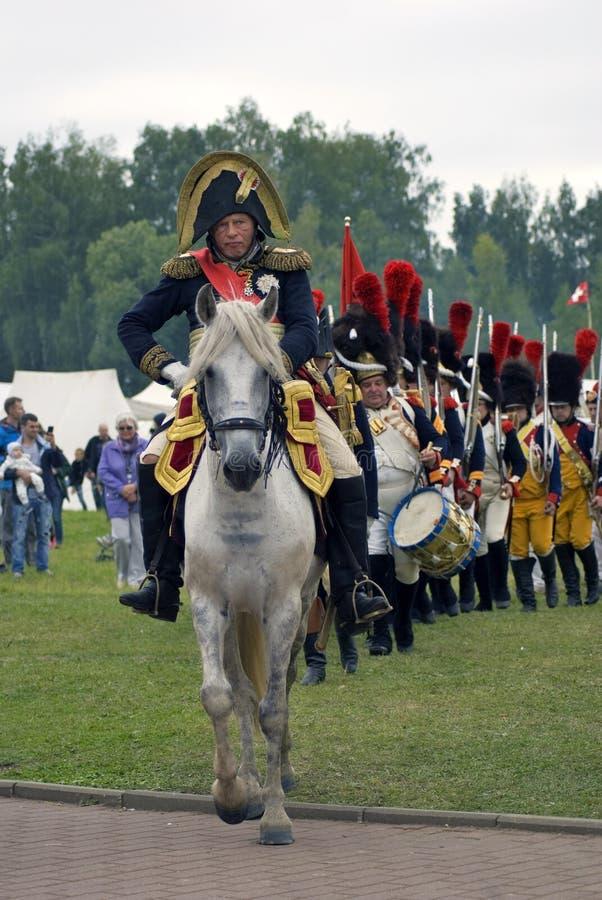 I soldati francesi dell'esercito a Borodino combattono la rievocazione storica in Russia fotografia stock