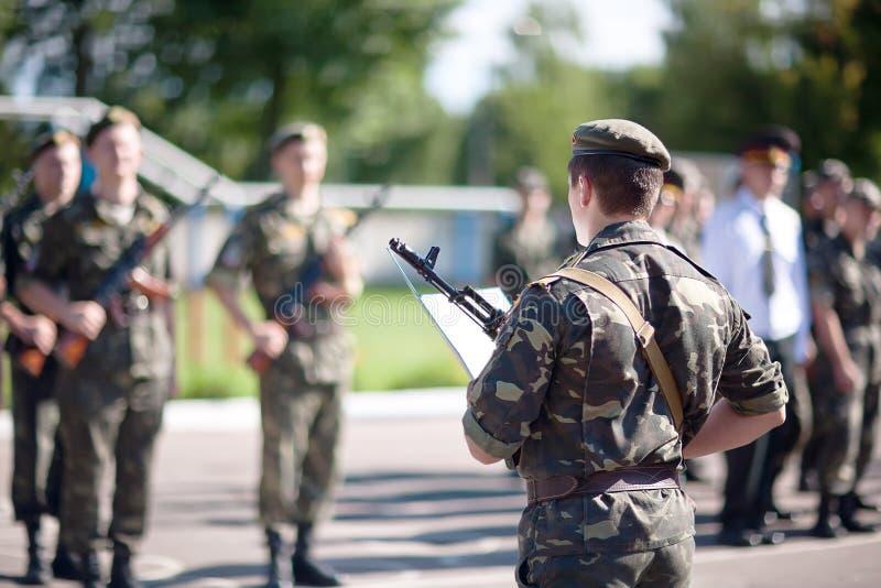 I soldati stanno prendendo il giuramento immagine stock