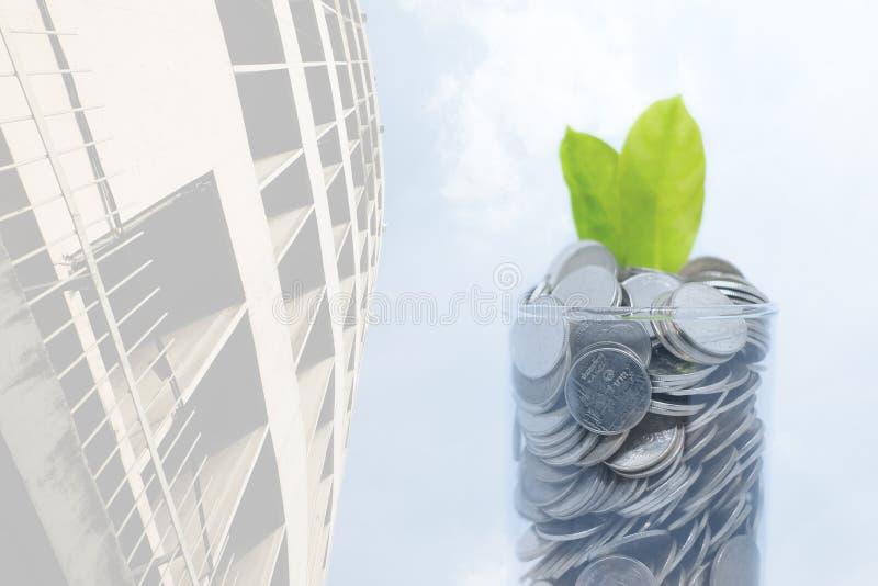 I soldi di risparmio per la vostra abitudine futura di investimento sono simili nel gr immagini stock libere da diritti