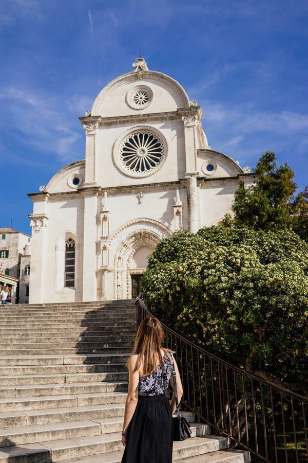 I stad av Sibenik Kroatien arkivfoto
