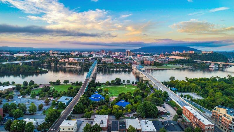 I stadens centrum antenn av Chattanooga, Tennessee, USA horisont royaltyfria bilder