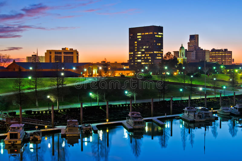 I stadens centrum Augusta, Georgia, längs Savannah River royaltyfria foton