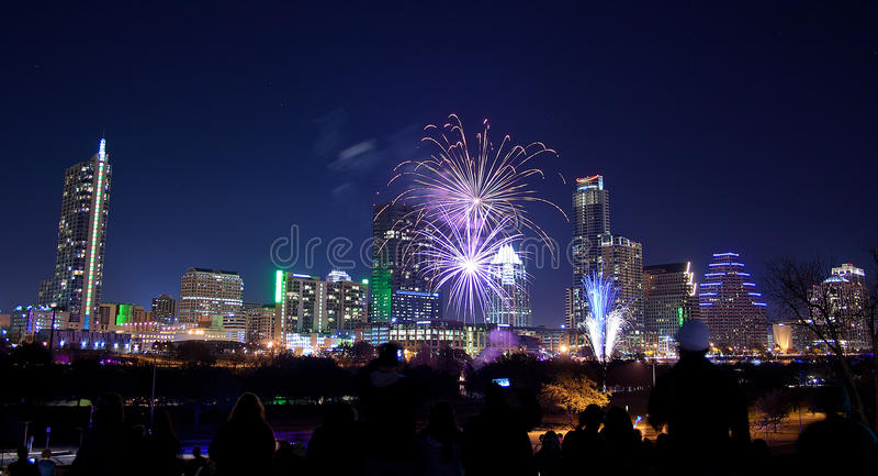 I stadens centrum Austin, Tx fyrverkerier royaltyfri bild