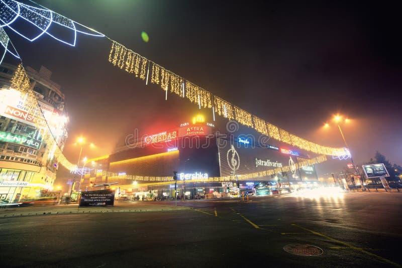 I stadens centrum Bucharest - jultemabelysning royaltyfria foton