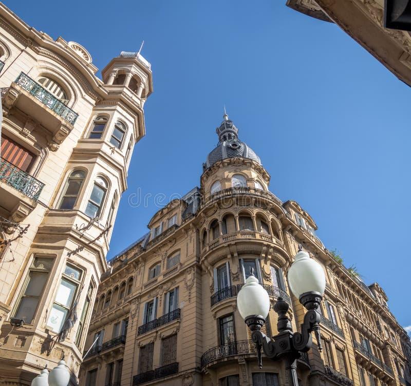 I stadens centrum byggnader av den Cordoba gatan - Rosario, Santa Fe, Argentina arkivbild