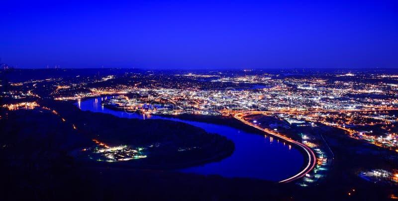 I stadens centrum Chattanooga Tennessee Skyline Aerial från punkt parkerar royaltyfri fotografi