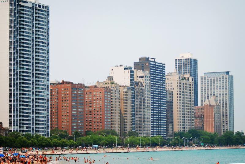 I stadens centrum Chicago Illinois lakefront med byggnader och simmare fotografering för bildbyråer