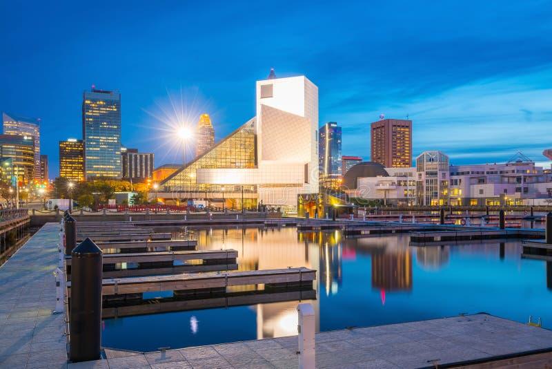 I stadens centrum Cleveland horisont från lakefronten royaltyfria foton