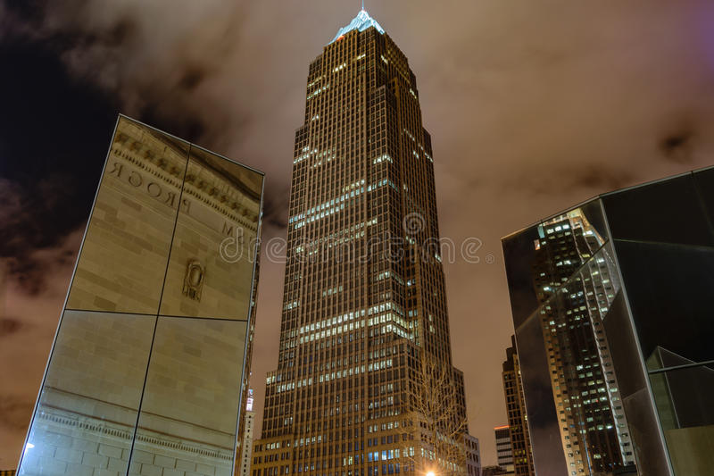 I stadens centrum Cleveland på natten royaltyfria foton