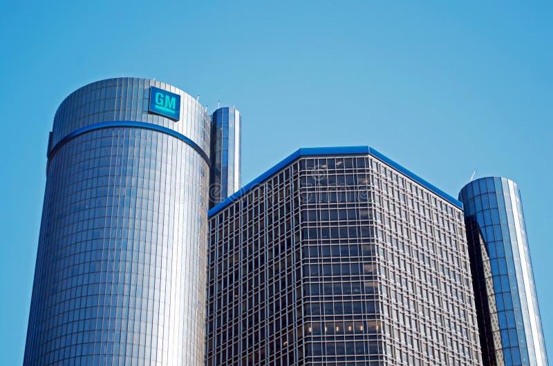 I stadens centrum Detroit med renässansmitt- eller GM-världshögkvarter royaltyfri foto