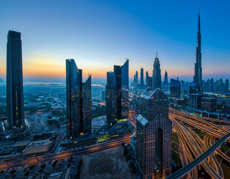 I stadens centrum Dubai Cityscapesikt från tak royaltyfria foton