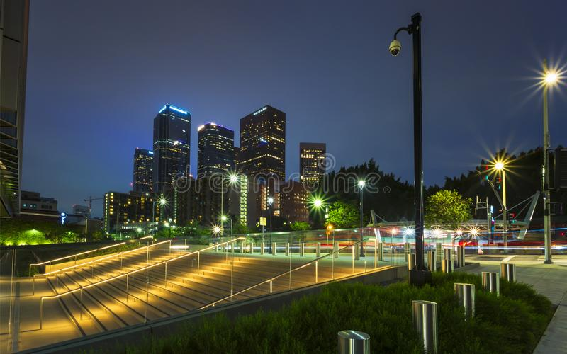 I stadens centrum finansiellt område av den Los Angeles staden på natten fotografering för bildbyråer