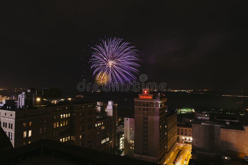 I stadens centrum fyrverkerier, fjärdedel av Juli, Memphis, TN royaltyfria foton
