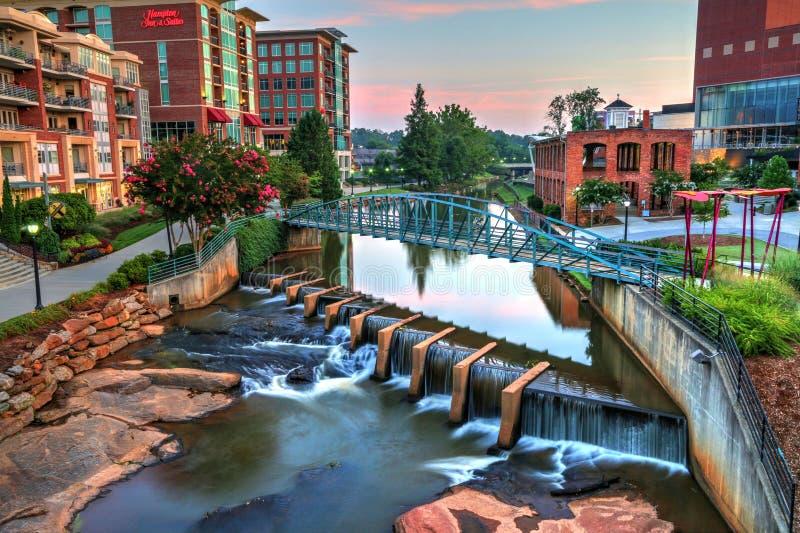 I stadens centrum Greenville på floden royaltyfria bilder