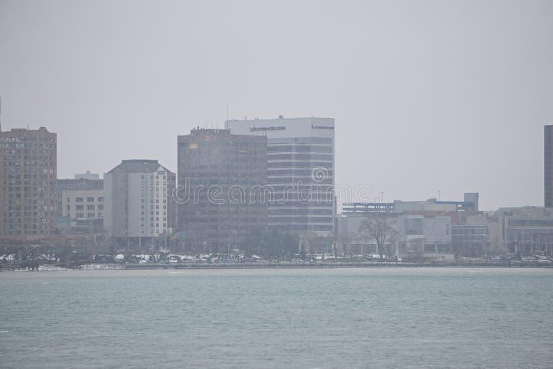 i stadens centrum horisont för windsorKanada stad över floden i vårwint royaltyfria foton