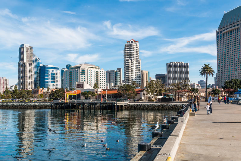 I stadens centrum horisont i San Diego From Seaport Village arkivfoto