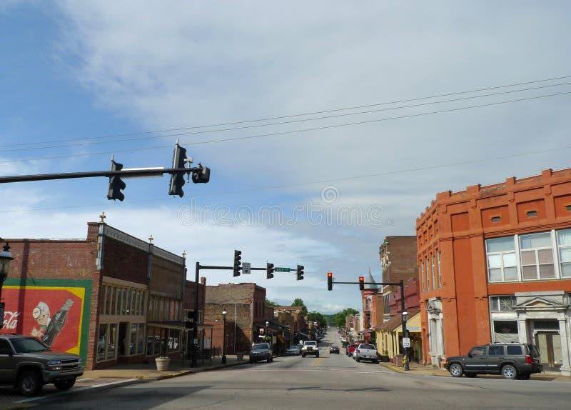 I stadens centrum huvudsaklig gata, Van Buren, Arkansas royaltyfri fotografi