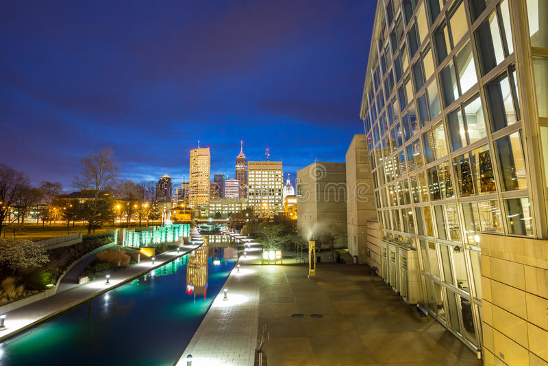 I stadens centrum Indianapolis horisont arkivbilder