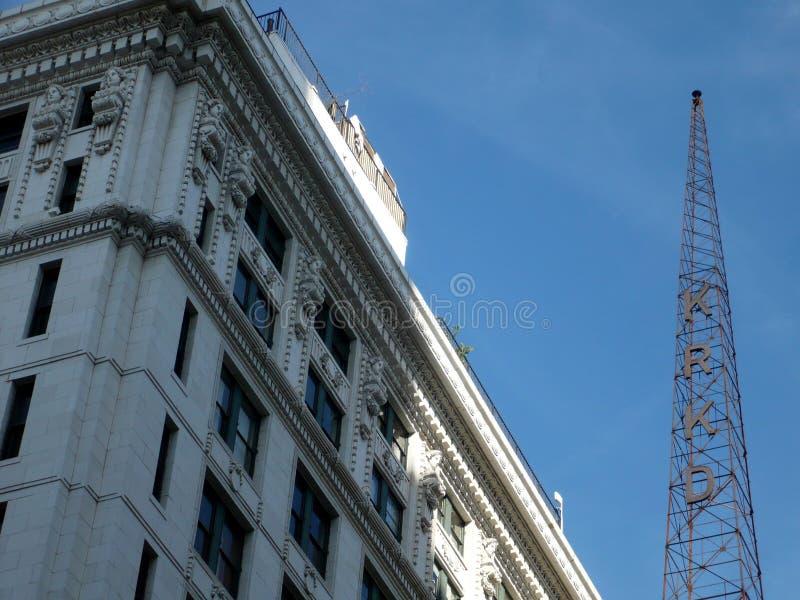 I stadens centrum Los Angeles Kalifornien KRKO radiotorn royaltyfri foto