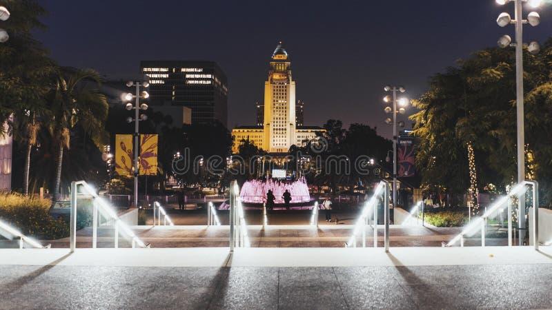 I stadens centrum Los Angeles på nattstadshuset royaltyfri fotografi