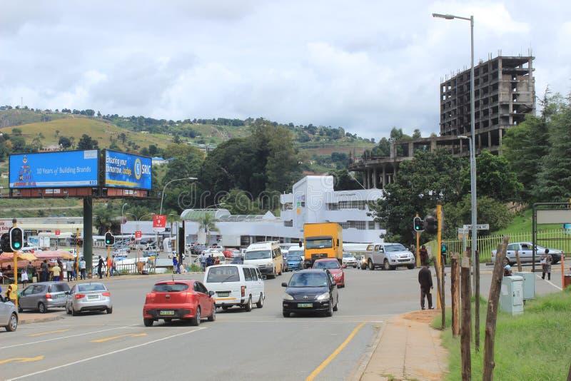 I stadens centrum Mbabane, Swaziland, sydliga Afrika, afrikansk stad royaltyfri fotografi