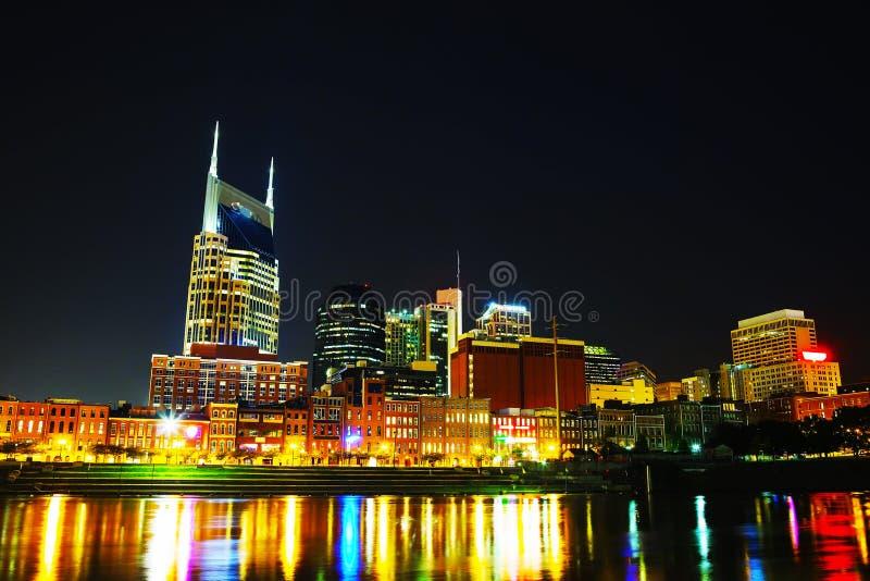 I stadens centrum Nashville cityscape i natten royaltyfri bild