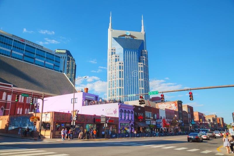 I stadens centrum Nashville med folk arkivbild