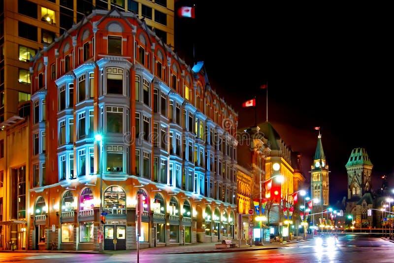 i stadens centrum natt ottawa fotografering för bildbyråer